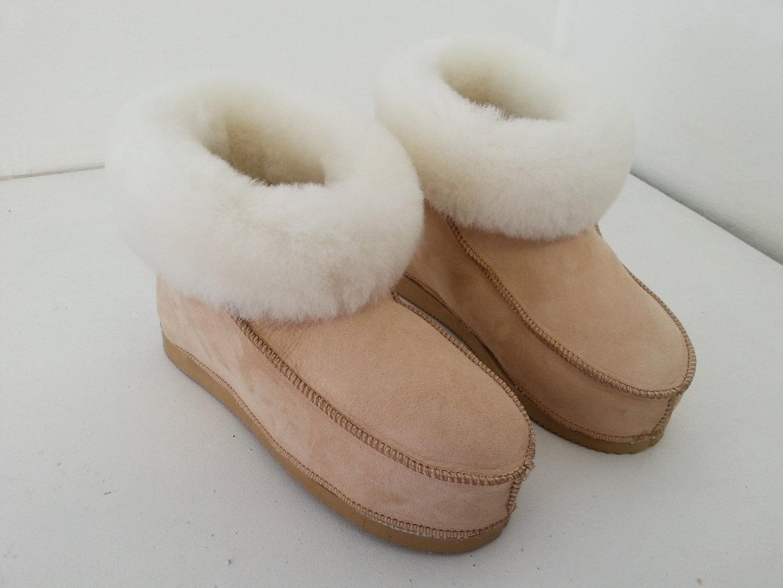 chaussons en peau de mouton avec semelles les trois moutons. Black Bedroom Furniture Sets. Home Design Ideas